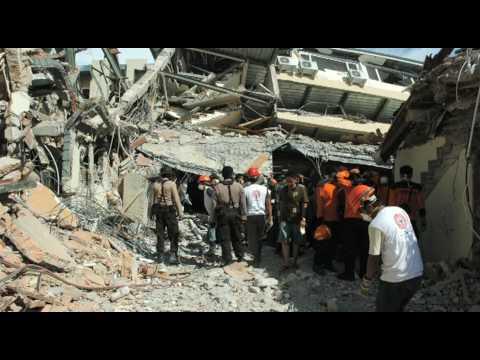 World Vision distributes family kits to survivors of the Sumatra Earthquake (2009)