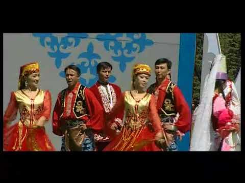 Costumes of Ethnic Minority Groups in China 少数民族服饰