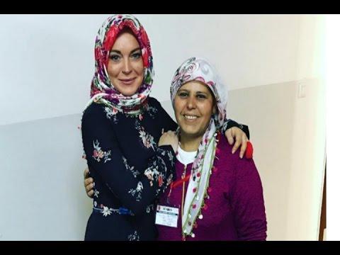 Cantiknya Lindsay Lohan Saat Kenakan Hijab