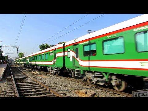 KOLKATA-DHAKA Maitree  মৈত্রী Express speeds past Belgharia (Both Bangladeshi & Indin LHB Rakes) thumbnail