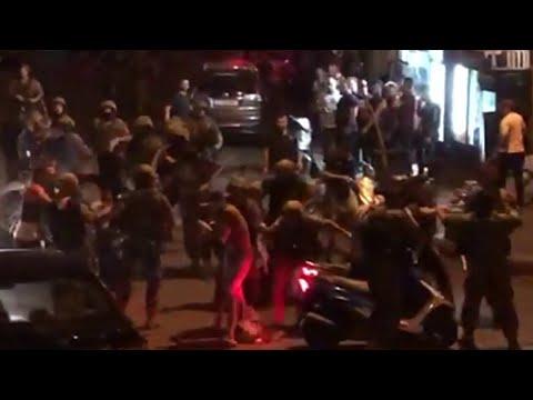 صور تفريق الجيش اللبناني لأنصار حزب الله وحركة أمل ومنعهم من الاحتكاك مع المتظاهرين  - 21:54-2019 / 10 / 21