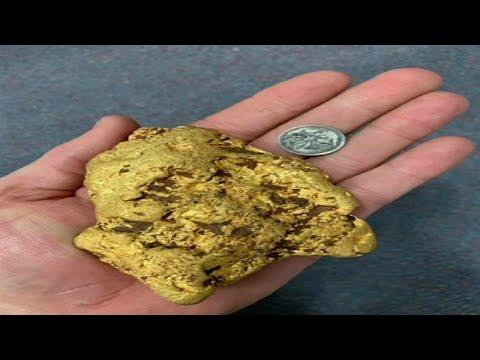 شاهد: مستكشف يعثر على قطعة من الذهب تزن 1.4 كلغ في حقول أستراليا…  - 15:55-2019 / 5 / 22