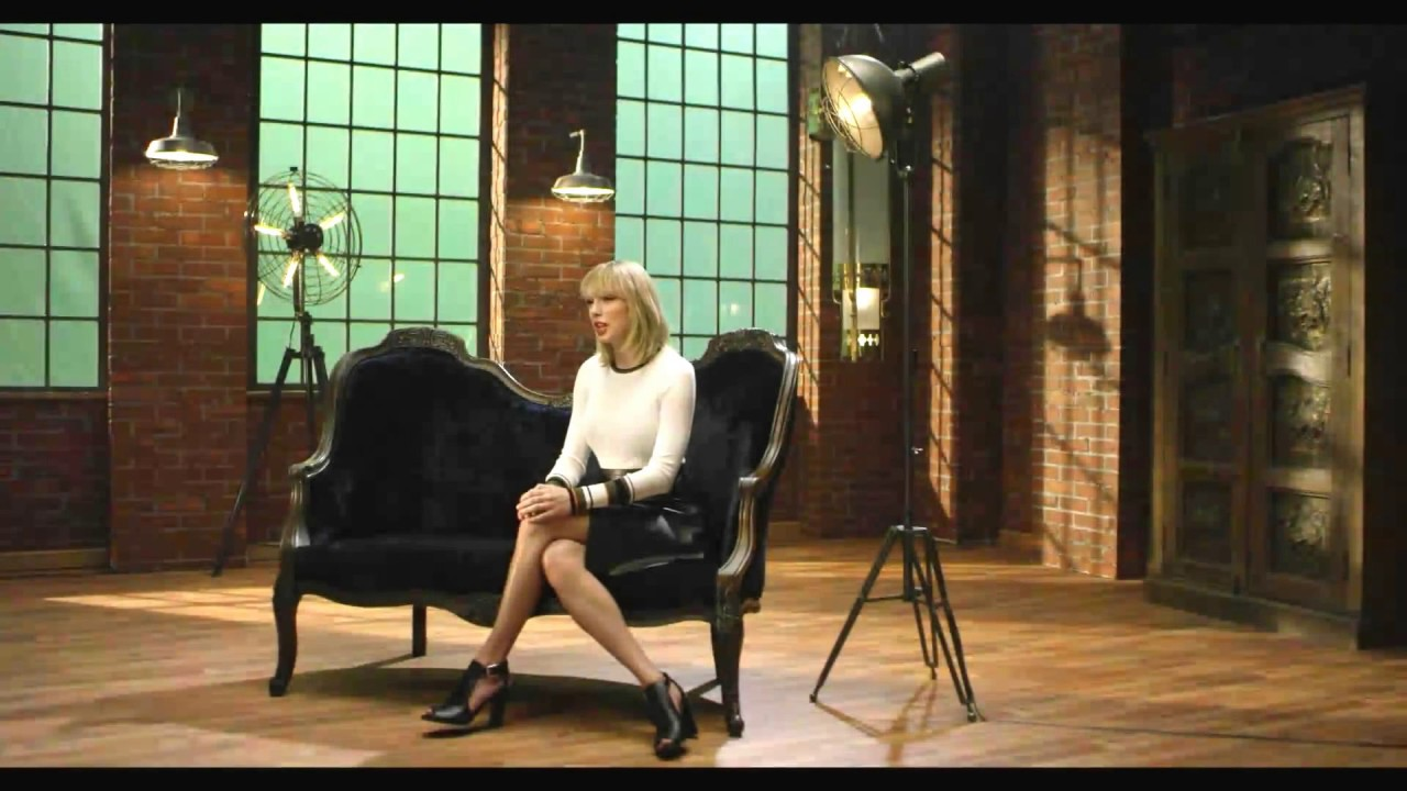 Taylor Swift leather skirt. - YouTube