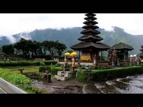 The Pura Ulun Danu Bratan, Bali. 巴杜爾湖水神廟, 峇里島.