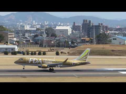 名古屋空港に着陸するFDA機 ゴールド JA09FJ FDA airplane to land at Nagoya airport 2018.3.11