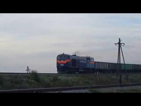 TE33AC-2008 с грузовым поездом заходит на ст.Верхний Токмак-2 под скрещение с пассажирским поездом