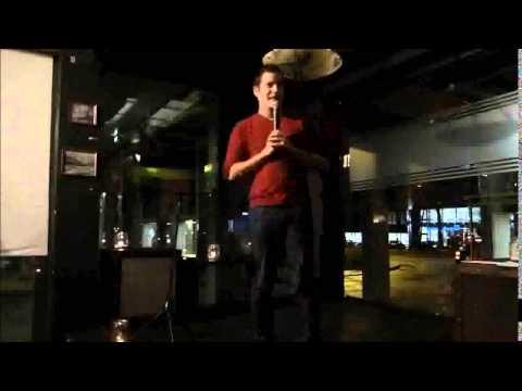 Julian Limberger beim Open Comedy Mic in Stuttgart