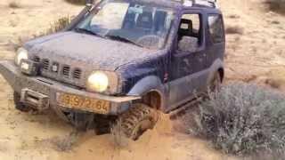 Suzuki Jimny зарылся в песке (17.11.2012) Israel