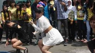 Video Intip Zaskia Gotik Goyang Paling Sexy Terbaru download MP3, 3GP, MP4, WEBM, AVI, FLV Juni 2017