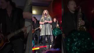 Kelly Clarkson - Underneath the Tree live at Epcot