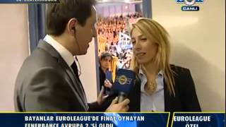 Aziz Yıldırım Kadın Basketbol Takımı'nı teselli ediyor..