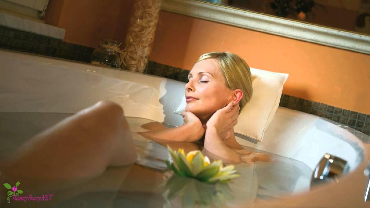 Девушка с парнем в горячей ванне видео