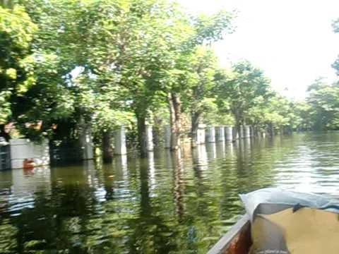น้ำท่วมลดาวัลย์ปิ่นเกล้า 8-11-2011 ตอน 18