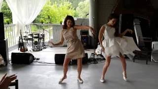 Зажигательный свадебный танец невесты и ее мамы