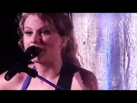 Taylor Swift Singing TLC's - Unpretty