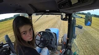 Девушки на тракторах