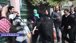 بالفيديو والصور.. لحظة وصول غادة إبراهيم الى المحكمة لمحاكمتها بإدارة مسكنها للدعارة