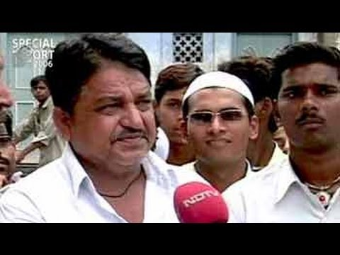 Malegaon: A secular town haunted by the tag of 'town of religious riots' (Aired: Sep 2006)