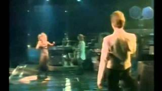 Tina Turner & David Bowie - Tonight (Sub. en galego)
