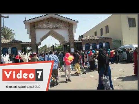 انتشار الباعة الجائلين أمام حديقة الفسطاط فى ثانى أيام عيد الفطر  - 16:21-2017 / 6 / 26