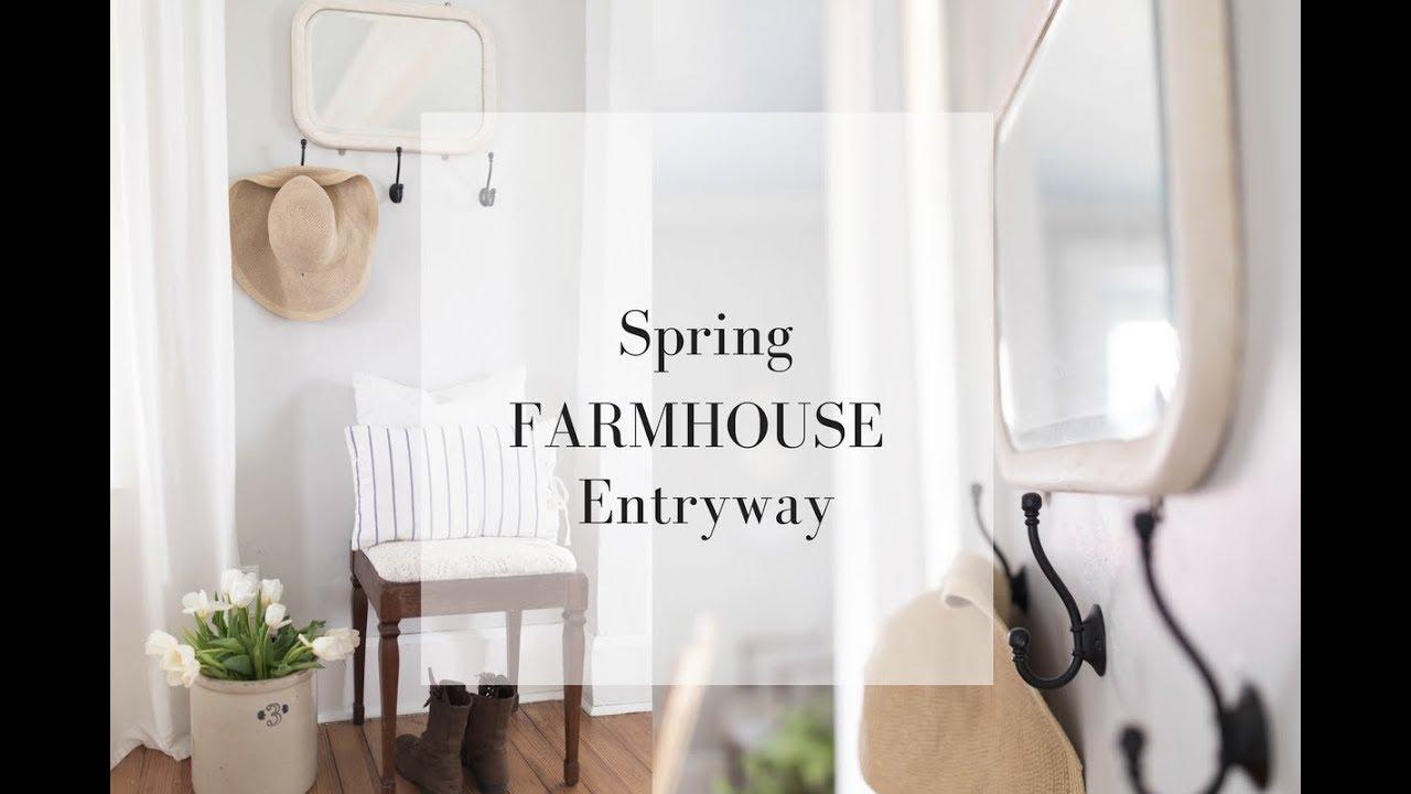 SPRING FARMHOUSE DECORATING IDEAS- Small Entryway