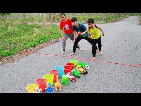 Anak-anak bermain bola lempar dapatkan mainan di level yang berbeda   Mainan dan lagu anak-anak