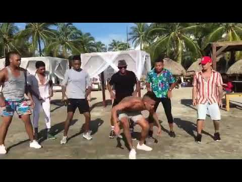 Colombians dancing to African music 🇨🇴