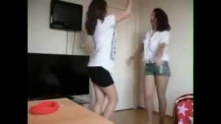 Азербайджанки  танцуют
