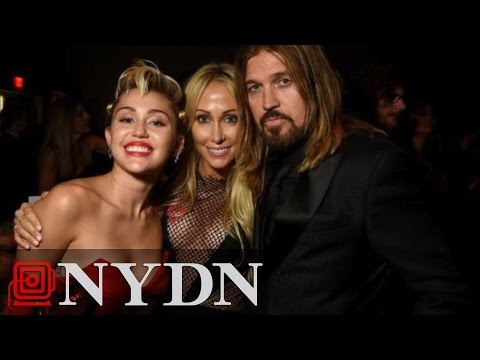 Miley Cyrus Tears up as She Thanks Parents at AmfAR Event