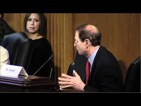 Wyden Testifies at Senate Veterans