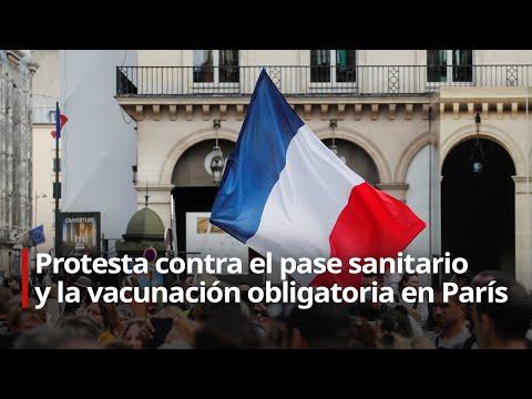 Parisinos protestan contra el pase sanitario y la vacunación obligatoria en la capital francesa