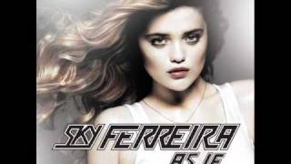 Watch Sky Ferreira Traces video