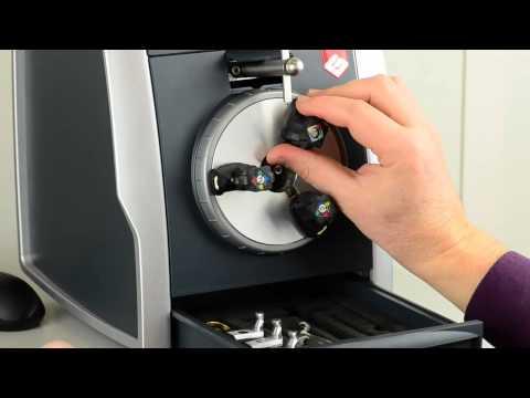 9cf9de3722b4 Gravograph - Maquina para grabar anillos M10 - YouTube