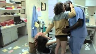 Broad City - Awkward Kissing Scene