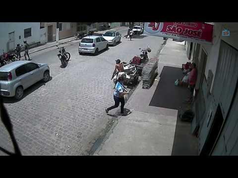 Bandidos roubam moto no centro de Itambé