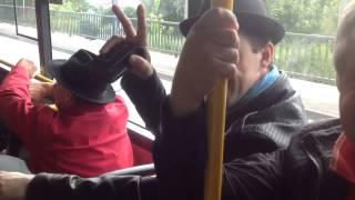 Веселые датчане в автобусе