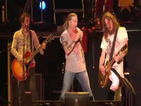 Guns N' Roses live in 2006 with Izzy Stradlin performed Nightrain