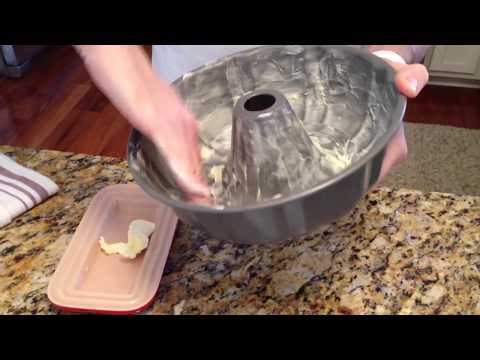 how to grease and flour a cake pan by scott from platter talk youtube. Black Bedroom Furniture Sets. Home Design Ideas