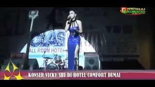 Konser artis VICKY SHU di Hotel Comfort Dumai