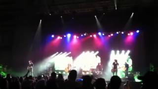 Play Video 'If I Die Young(LIVE) -The Band Perry'