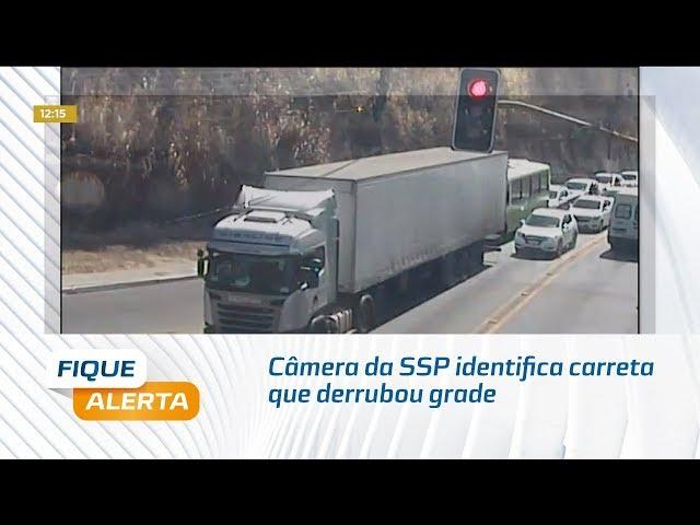 Câmera da SSP identifica carreta que derrubou grade de mureta de viaduto no Farol