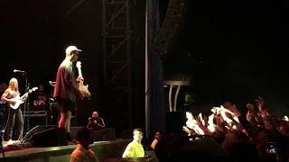 Mac DeMarco - Enter Sandman & Guitar Toss (Toronto 2019)