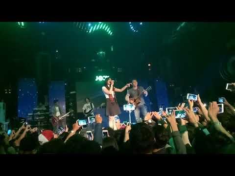 Noah feat Tiwi sahabat noah - Kukatakan dgn Indah - Live Liquid Jogja