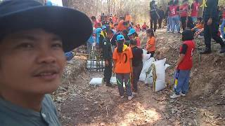 บรรยากาศสร้างฝายชะลอน้ำ ฟื้นฟูป่า ร่วมด้วยช่วยกัน กับหน่วยงานจิตอาสาทุกภาคส่วน กินข้าวป่า