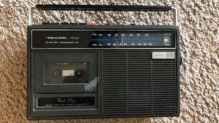 Нашёл раритет - кассетный магнитофон с радиоприёмником.