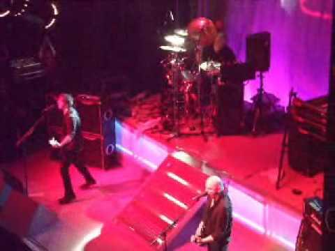 Peaches - The Stranglers (Live)