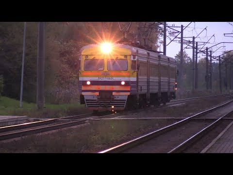 Электропоезд ЭР2Т-7118 с искрами / ER2T-7118 EMU With Sparks