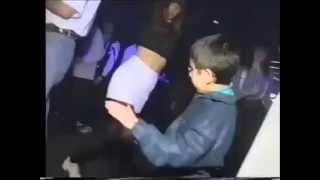 Sosyal medyayı sallayan dans eden  çocuk