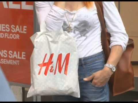 H&M Q1 profit slumps 30 pct