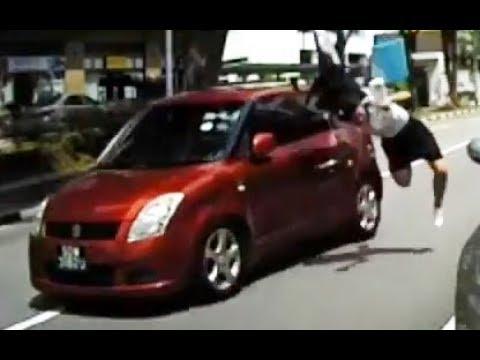 Terrible atropello de una joven en Singapur al cruzar la calle sin mirar